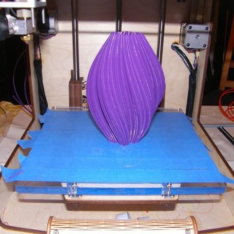P1060079_display_large.jpg Download free STL file Large Twisted Koch Snowflake Vase • 3D print design, Darkolas