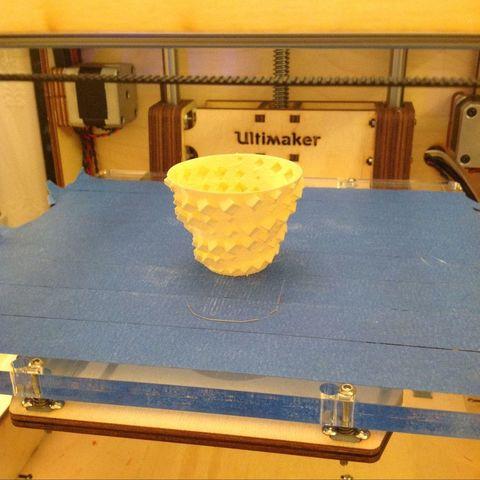 Download free STL Spiral vase/tea light with helixes of sinusoidal cubes, Darkolas