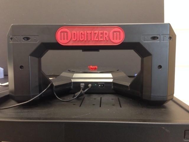 Digitizer_display_large.jpg Télécharger fichier STL gratuit Plaque d'identification du dos du numériseur Makerbot • Modèle pour impression 3D, Not3dred