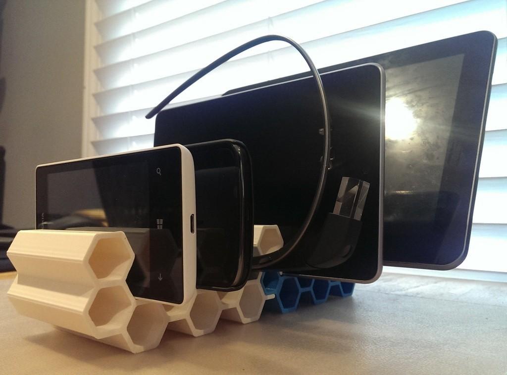 Mobile_Honeycomb_-_Copy_display_large.jpg Download free STL file Mobile Device Modular Honeycomb Stand • 3D printing model, Runstone