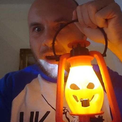 FI9BY7AK1B4BSRM.LARGE.jpg Télécharger fichier STL gratuit Lampe au kérosène version Halloween • Modèle à imprimer en 3D, poblocki1982