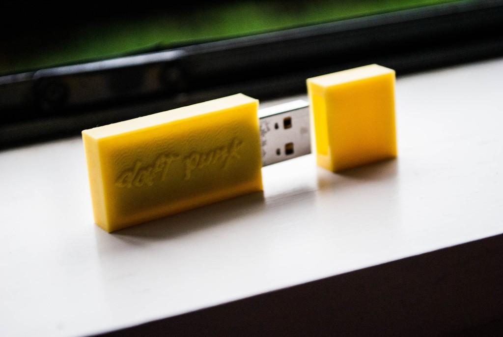 114_display_large.jpg Télécharger fichier STL gratuit Boîtier USB Daft Punk • Objet pour imprimante 3D, Morcelkin