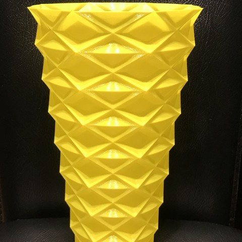 IMG_5156.jpg Download free STL file Zigzag vase v2 • 3D printable model, Brithawkes