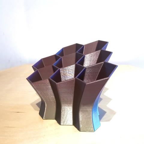 IMG_6127.JPG Télécharger fichier STL gratuit Bureau hexagonal Tidy • Design pour imprimante 3D, Brithawkes