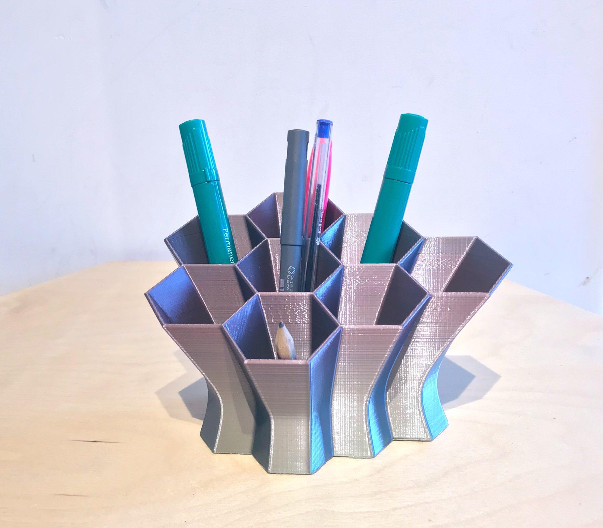 IMG_6124.JPG Télécharger fichier STL gratuit Bureau hexagonal Tidy • Design pour imprimante 3D, Brithawkes