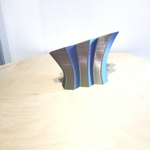 IMG_6119.jpg Télécharger fichier STL gratuit Bureau hexagonal Tidy • Design pour imprimante 3D, Brithawkes
