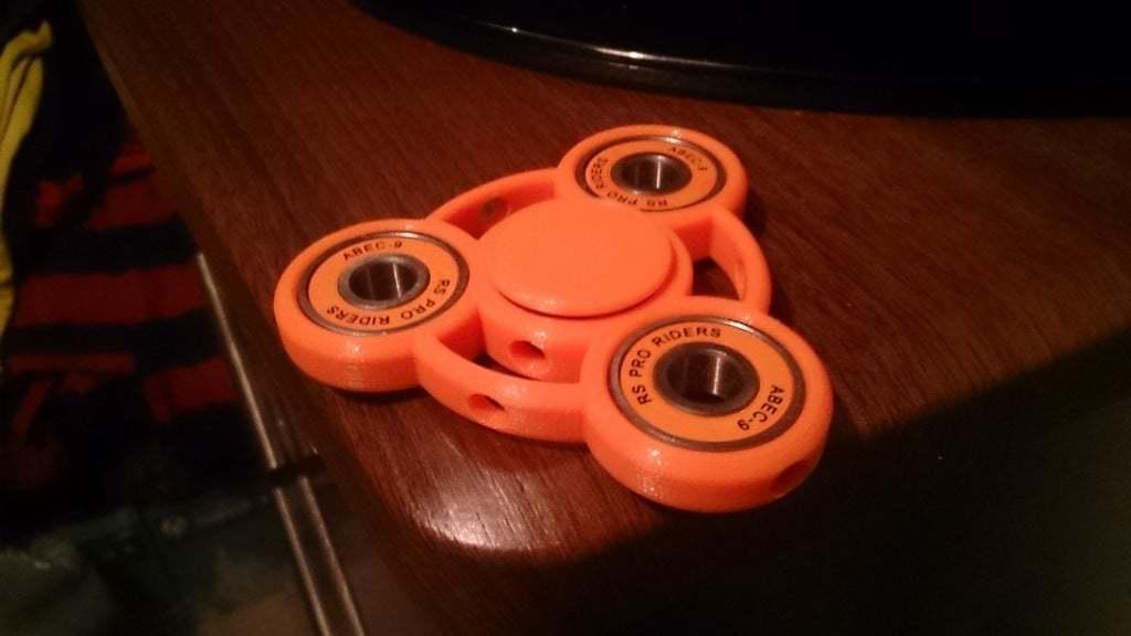 DSC_0014.JPG Download free STL file Fidget Spinner for Smaller Hands - Spinner B • 3D printer model, crzldesign