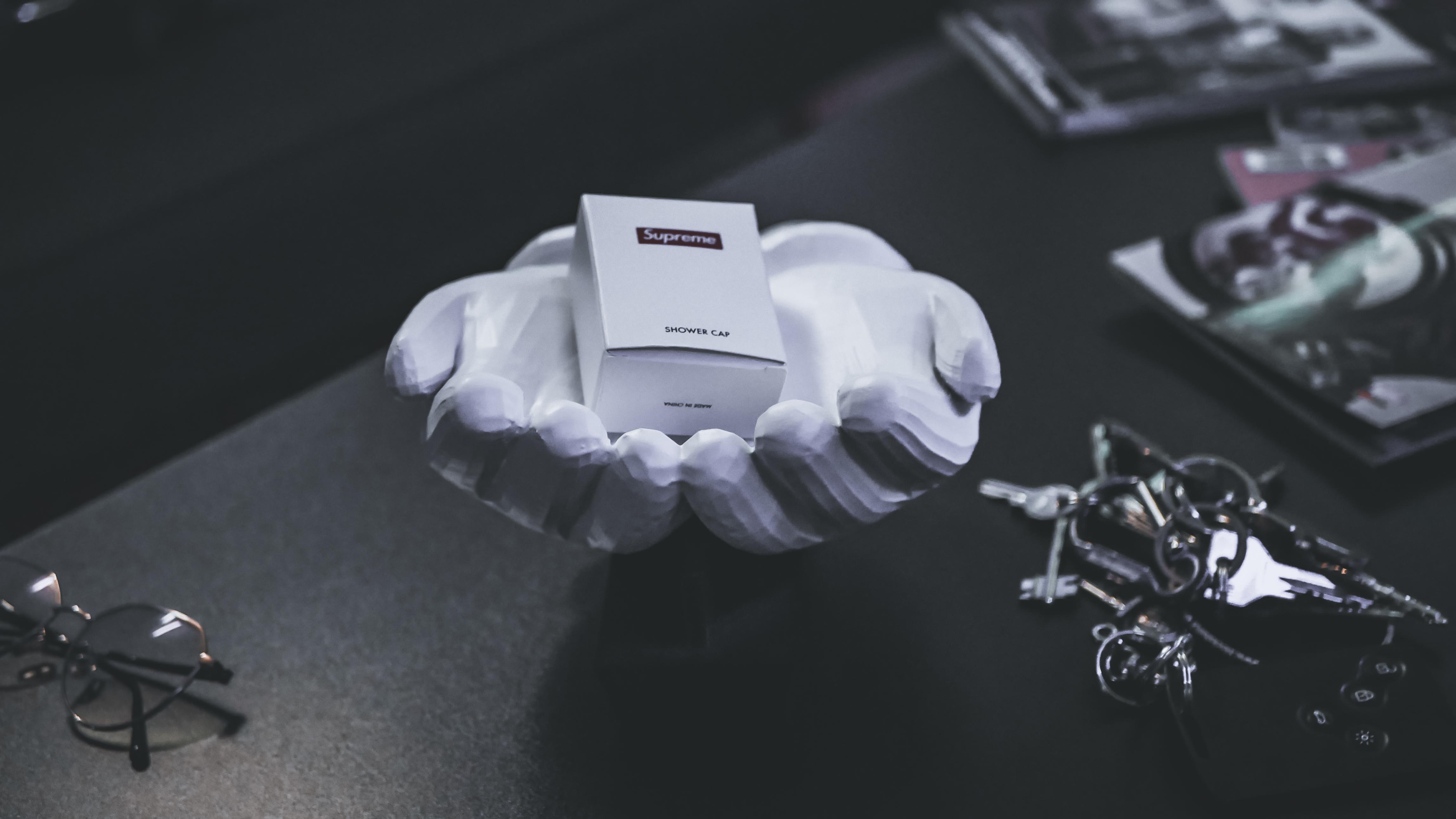 """mani4.jpg Télécharger fichier STL Mains KAWS """"Pocket emptier"""" • Objet imprimable en 3D, FRANCESCOPION"""