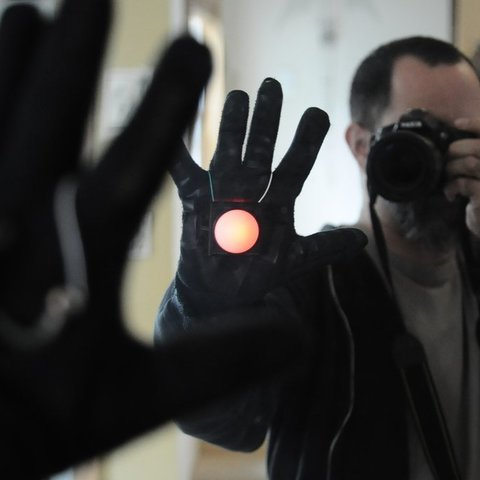 Download free 3D printer designs Palm light with BlinkM (think Tony Stark), Mathorethan