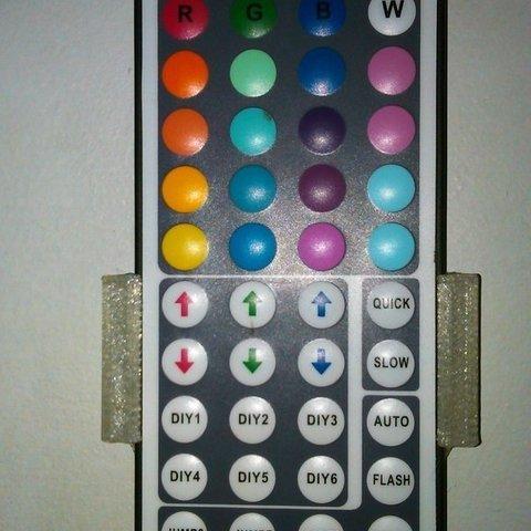 Imprimir en 3D gratis Soporte para mando a distancia con LED RGB, ernestwallon3D