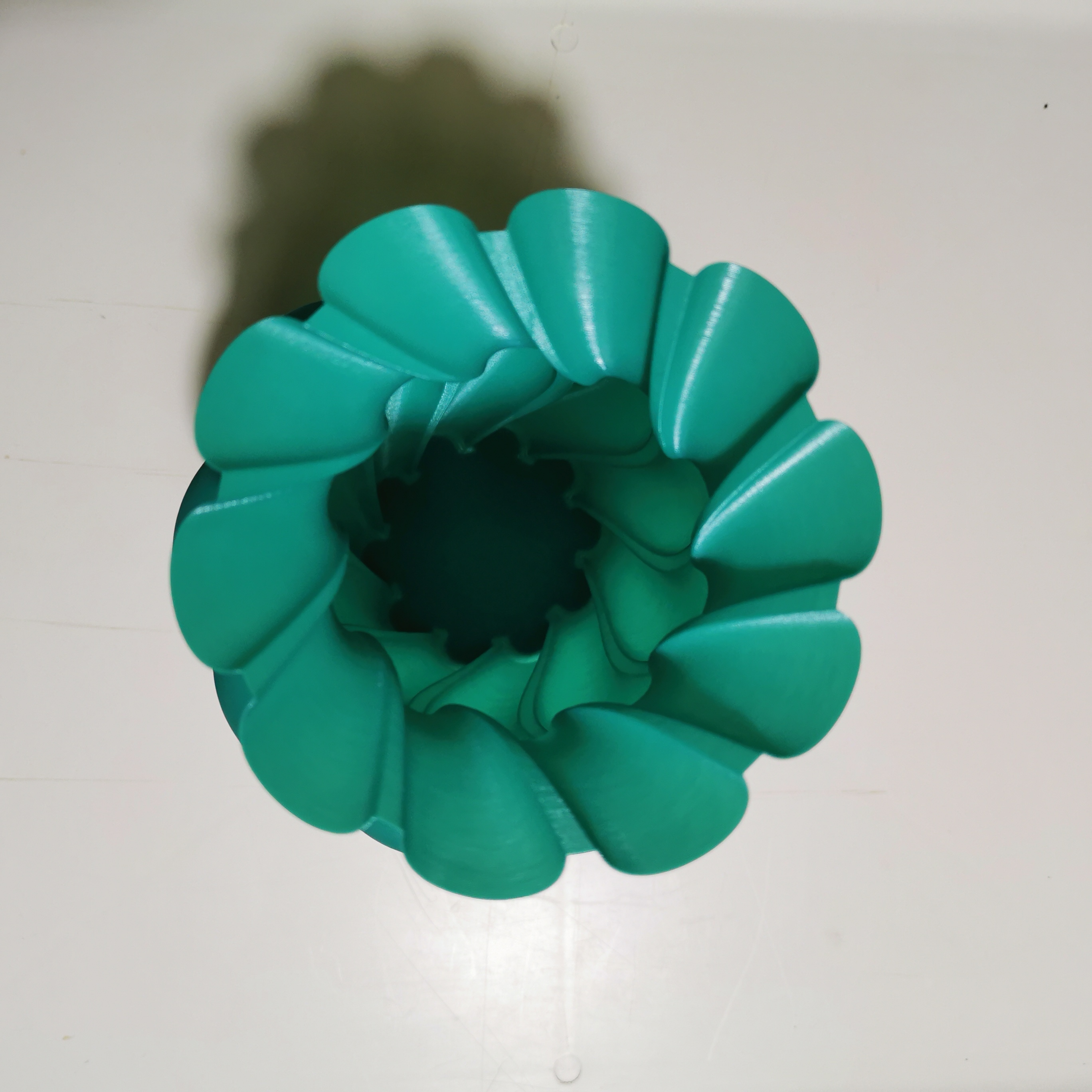 ROUNDED_TWISTED_VASE_3dprint2[1].jpg Download free STL file ROUNDED TWISTED VASE • Model to 3D print, ea3dp