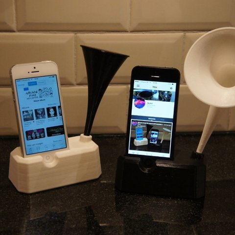 Free STL file Iphone 4, 4S, 5 and 5S stand with speaker / horn, Cerragh