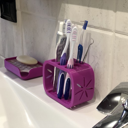IMG_2707.JPG Download STL file Toothbrush and toothpaste holder • Template to 3D print, nik101968