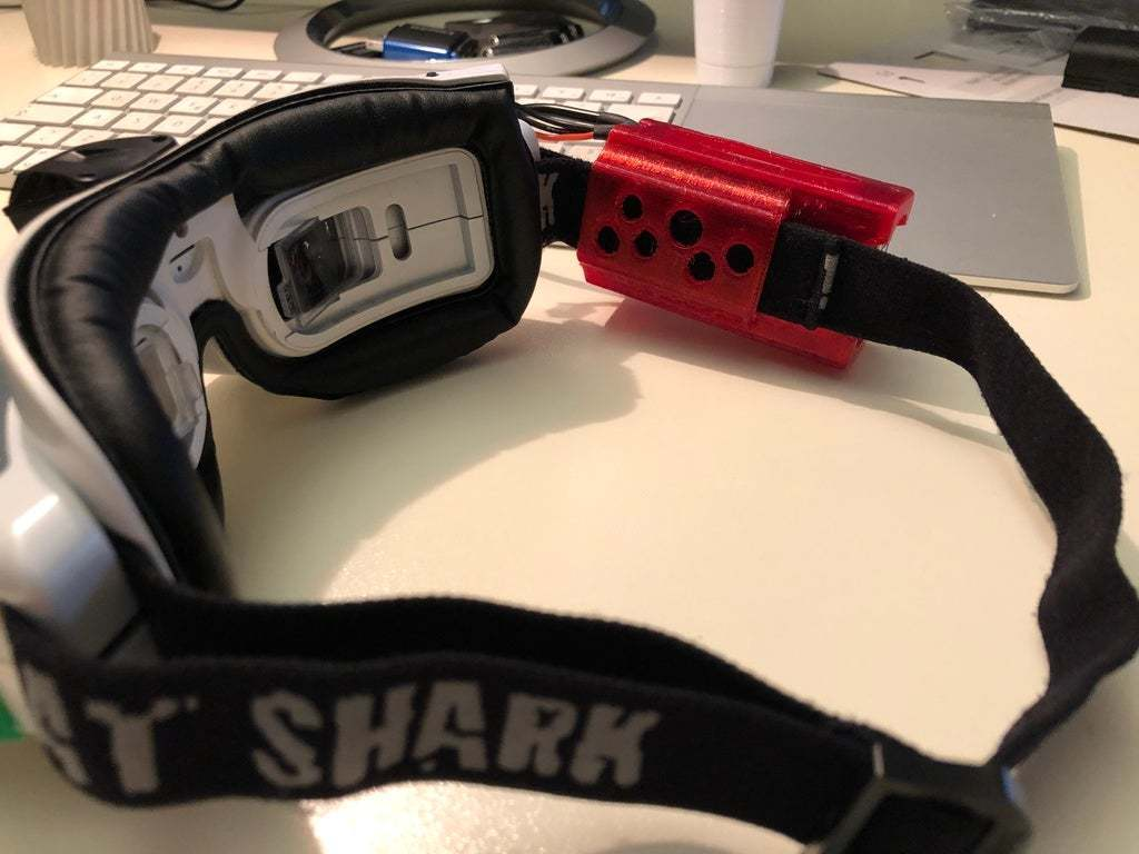 IMG_2218.JPG Télécharger fichier STL gratuit Tattu LiPo 2500mAh 2S 7.4V manchon, étui, support, lunettes Fatshark Skyzone • Design pour imprimante 3D, nik101968