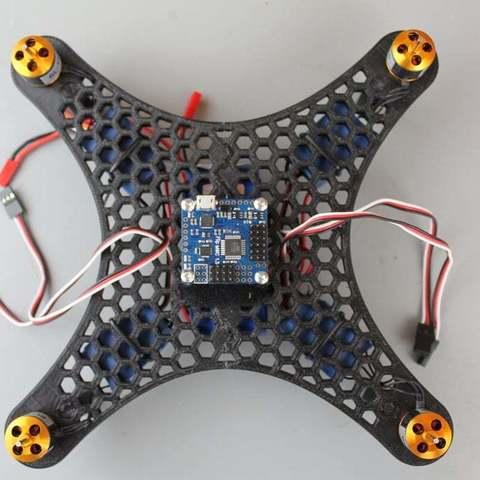 IMG_9059_display_large.jpg Télécharger fichier STL gratuit Bricolage Mini Quadcopter Edition nid d'abeille en nid d'abeille • Design pour impression 3D, Balkhgar