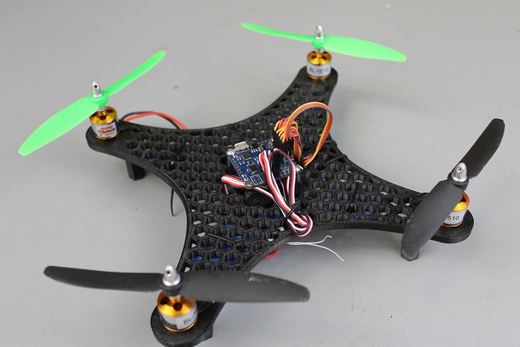 IMG_9109_display_large.jpg Télécharger fichier STL gratuit Bricolage Mini Quadcopter Edition nid d'abeille en nid d'abeille • Design pour impression 3D, Balkhgar