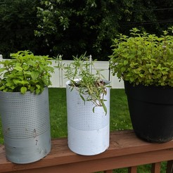 IMG_20190618_184122.jpg Download free STL file Mosquito-Proof Self Watering Planter • 3D printing object, a_str8