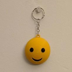 IMG_20200907_230136-01.jpg Télécharger fichier STL gratuit Porte-clé Smiley Emoji • Plan pour imprimante 3D, bordermultimedia