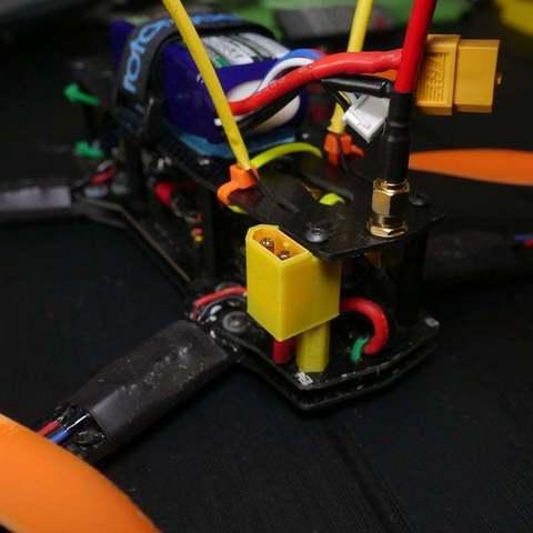 e98512080a65e7a09eca98cbedc929a9_display_large.JPG Télécharger fichier OBJ gratuit Support XT60 pour ZMR250 • Design pour imprimante 3D, LydiaPy