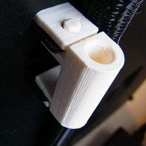 installed_1_display_large.jpg Télécharger fichier STL gratuit Support de tube guide de filament - Réplicateur 2 • Modèle à imprimer en 3D, Muzz64