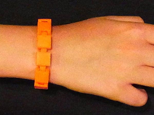 wrist_display_large.jpg Télécharger fichier STL gratuit Bracelet personnalisable - Choisissez vos propres couleurs, imprimez-les et portez-les ensemble ! • Objet imprimable en 3D, Muzz64