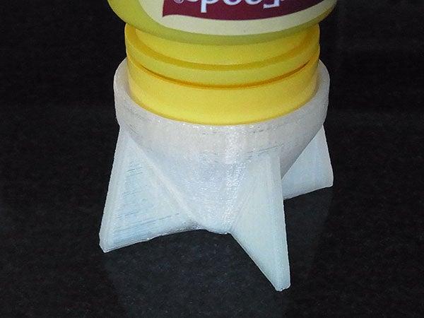 inserted_display_large.jpg Télécharger fichier STL gratuit Sauce Saver - Inverse les bouteilles avec une buse pour minimiser les déchets • Plan à imprimer en 3D, Muzz64