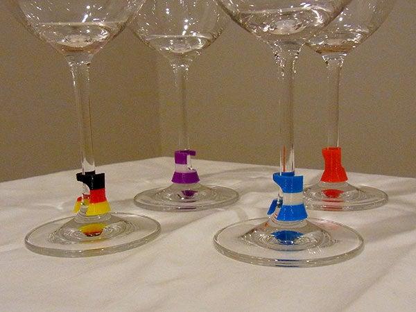 glasses_closeup_display_large.jpg Télécharger fichier STL gratuit Wine Glass Marker - Point de discussion subtil, pratique et élégant sur l'impression 3D ! • Modèle imprimable en 3D, Muzz64
