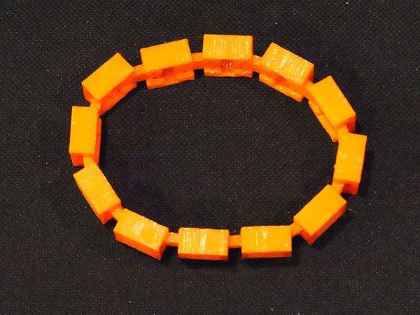 linked_display_large.jpg Télécharger fichier STL gratuit Bracelet personnalisable - Choisissez vos propres couleurs, imprimez-les et portez-les ensemble ! • Objet imprimable en 3D, Muzz64