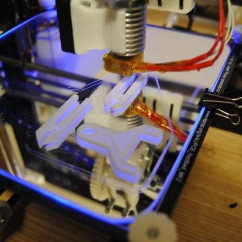 _DSC3586_display_large.JPG Télécharger fichier STL gratuit Guide du filament pour Mendel Prusa i3 • Plan pour imprimante 3D, niceandeasy