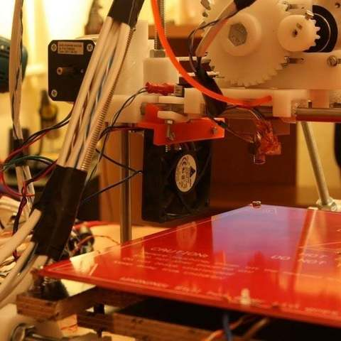 Download free 3D printing designs Fan mount for Reprap Prusa Mendel, Urukog