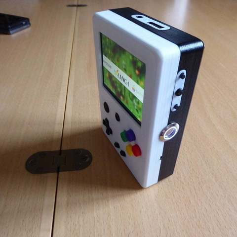 P1010999_display_large.JPG Download free STL file Portable Raspberry Pi game console • 3D printing object, Lassaalk