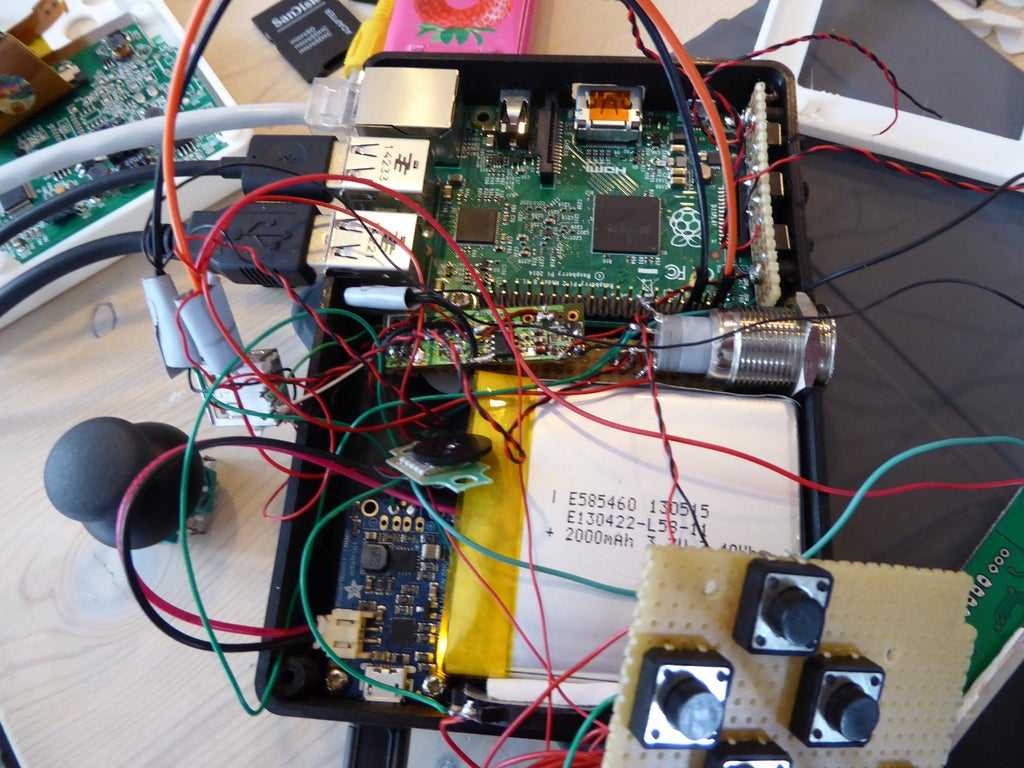 P1010025_display_large.JPG Download free STL file Portable Raspberry Pi game console • 3D printing object, Lassaalk