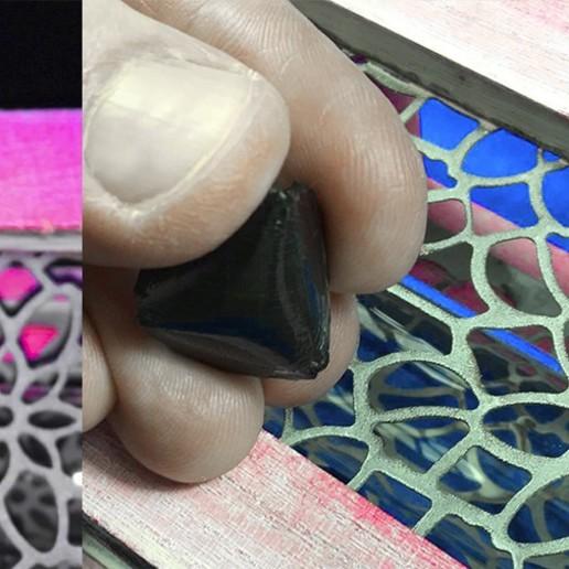 FlexiPick by eXiMienTa Factory.jpg Télécharger fichier STL gratuit FlexiPick TRIANGLE-DENT guitare électrique flexible 3D PLA et TPU • Plan pour imprimante 3D, carleslluisar
