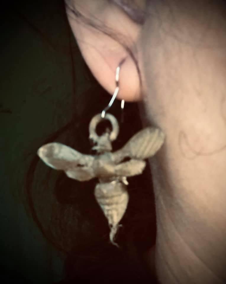 EARING ON EAR.jpg Download free STL file Murder hORNET PENDANT FOR NECKLACE AND EARINGS • 3D printing model, swivaller