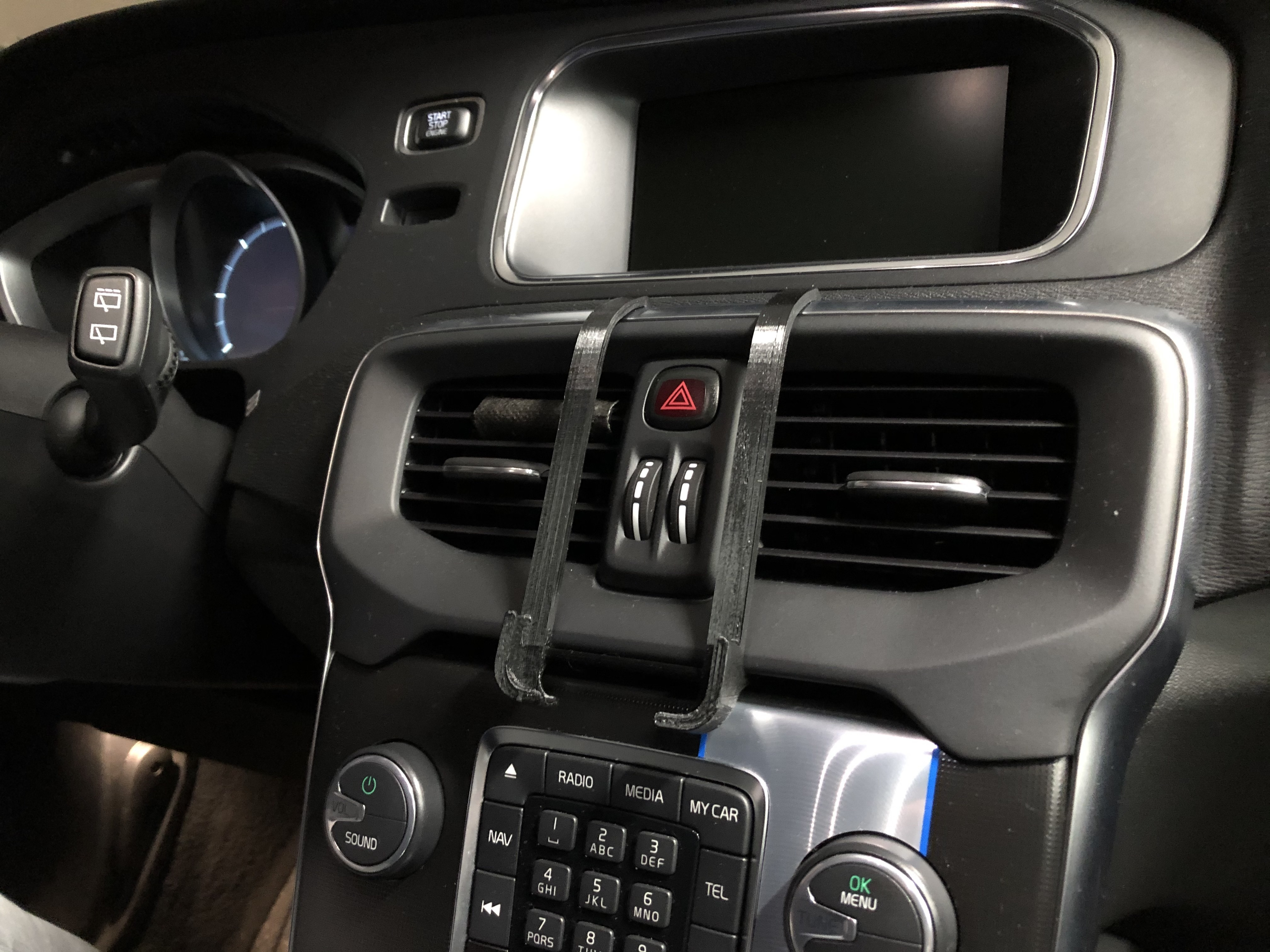 IMG_2432.JPG Download free STL file iPhone 6-7-8 dash mount for Volvo V40 (2012-) • Object to 3D print, stibo