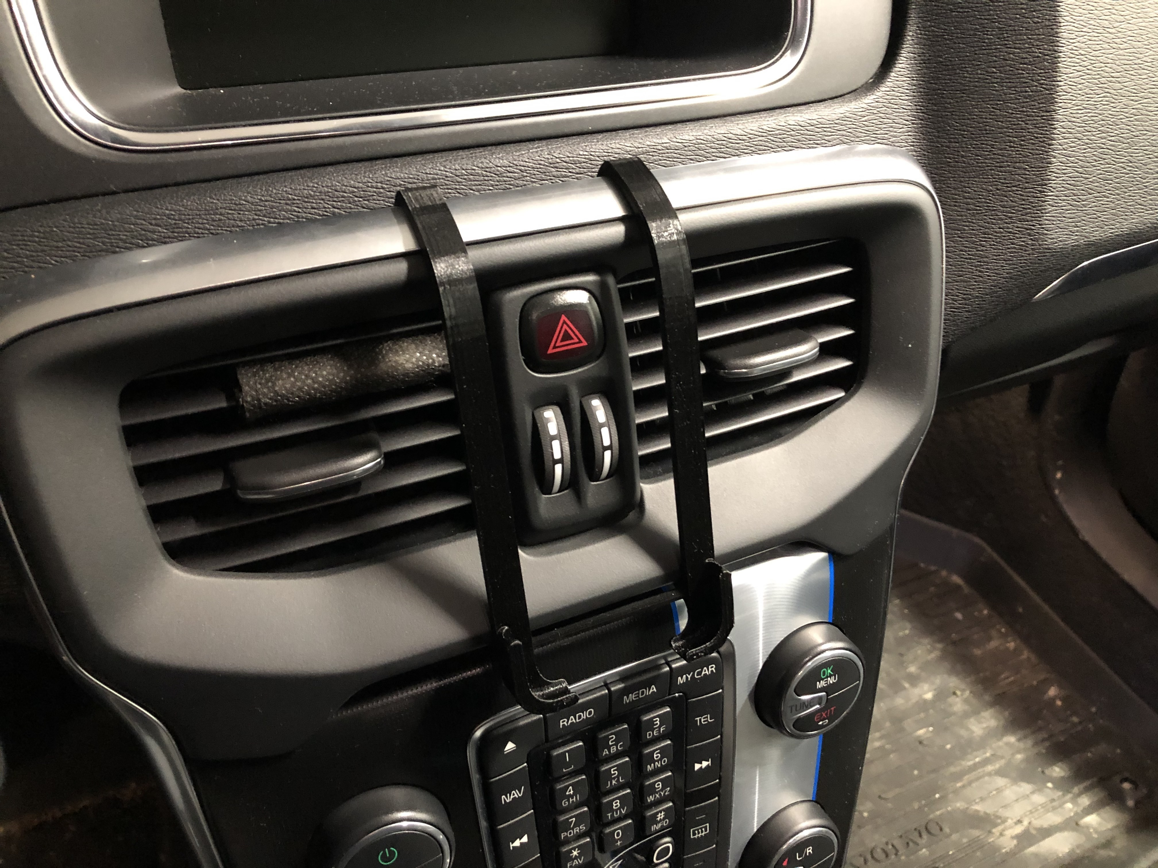 IMG_2431.JPG Download free STL file iPhone 6-7-8 dash mount for Volvo V40 (2012-) • Object to 3D print, stibo