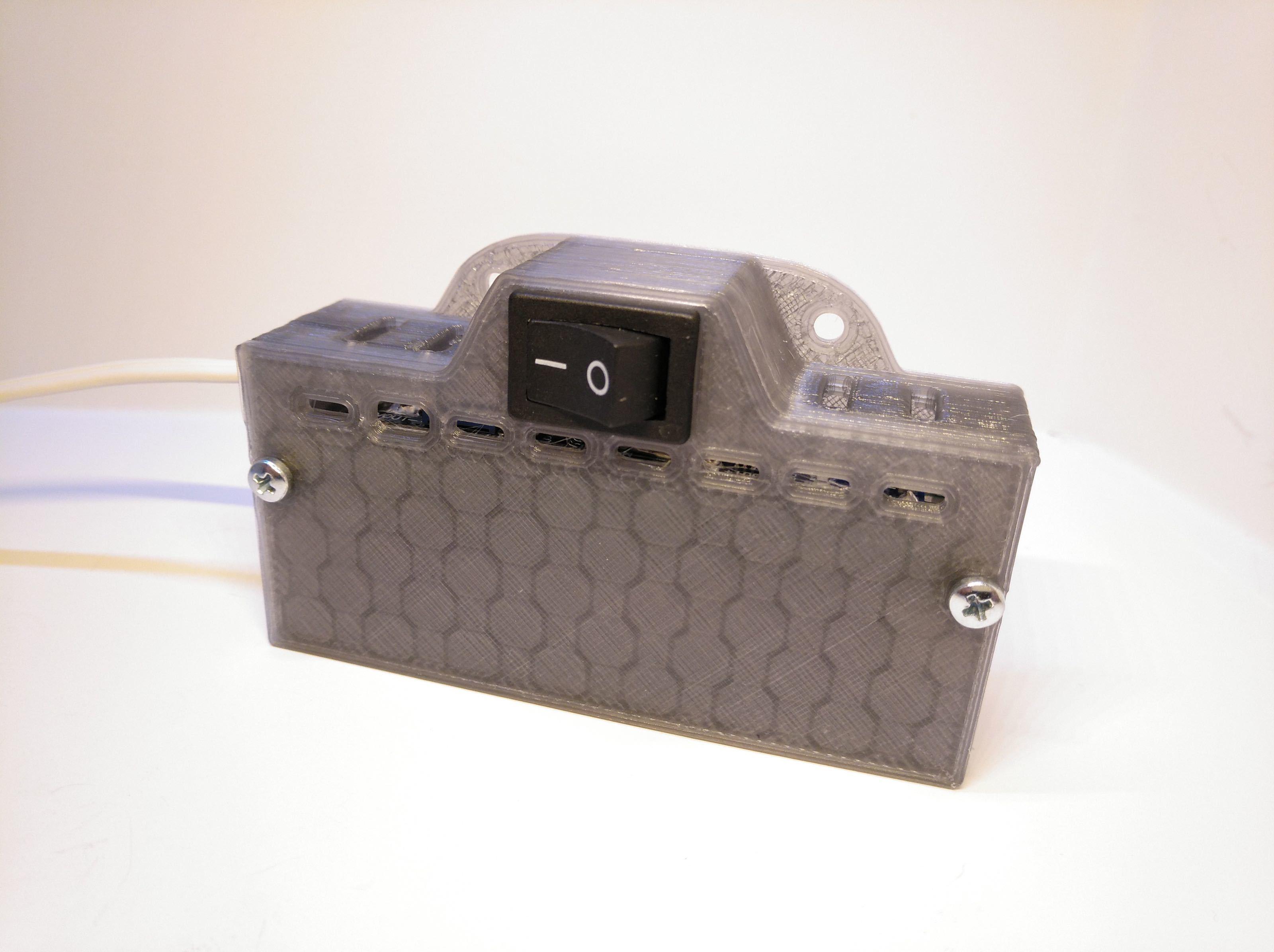 2019-07-02_151158_IMG_web.jpg Télécharger fichier STL gratuit Boîtier de batterie 18650 avec espace pour le chargeur et le convertisseur élévateur • Objet pour impression 3D, suromark