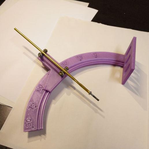Télécharger fichier impression 3D gratuit Aide d'angle pour inserts de filetage en laiton, suromark