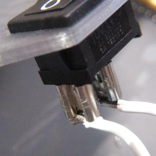 2019-07-02_170113_IMG_web.jpg Télécharger fichier STL gratuit Boîtier de batterie 18650 avec espace pour le chargeur et le convertisseur élévateur • Objet pour impression 3D, suromark