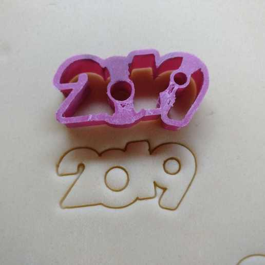 Download free 3D printing designs 2019 cookie cutter for New Year, Ragkov