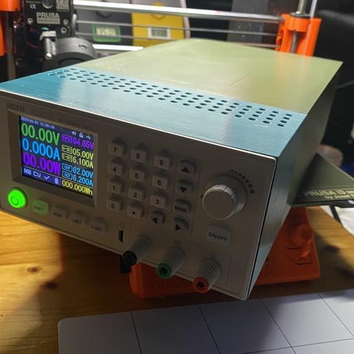 Front_Right_complete.JPG Télécharger fichier STL gratuit Affaire Riden RD6006 sur l'alimentation électrique • Objet imprimable en 3D, christinewhybrow