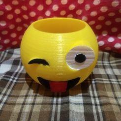 emo guiño.jpg Télécharger fichier STL emoji pot clin d'œil • Design pour imprimante 3D, fedeagon16