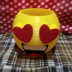emo cora.jpg Télécharger fichier STL emoji pot in love • Design pour impression 3D, fedeagon16