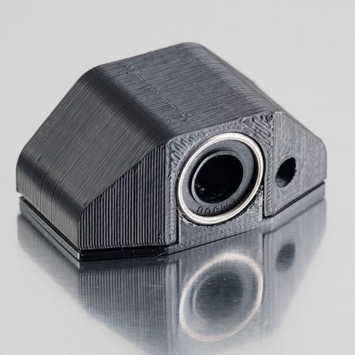 Download free STL file LM8UU Bearing Holder • 3D print design, WalterHsiao