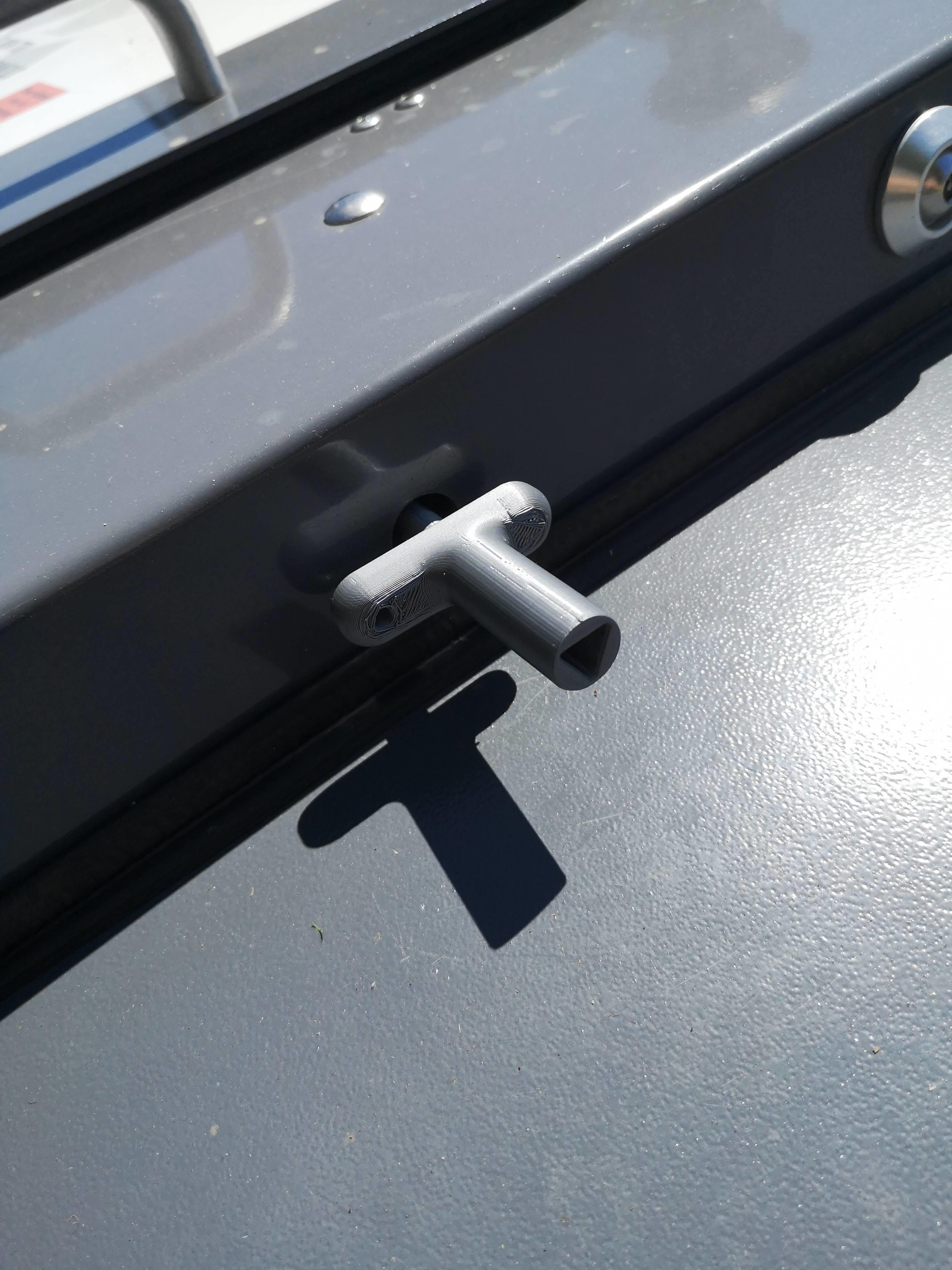 IMG_20200730_135432.jpg Télécharger fichier STL Clé poubelle,conteneur déchetterie, armoire électrique • Design pour impression 3D, guimt09