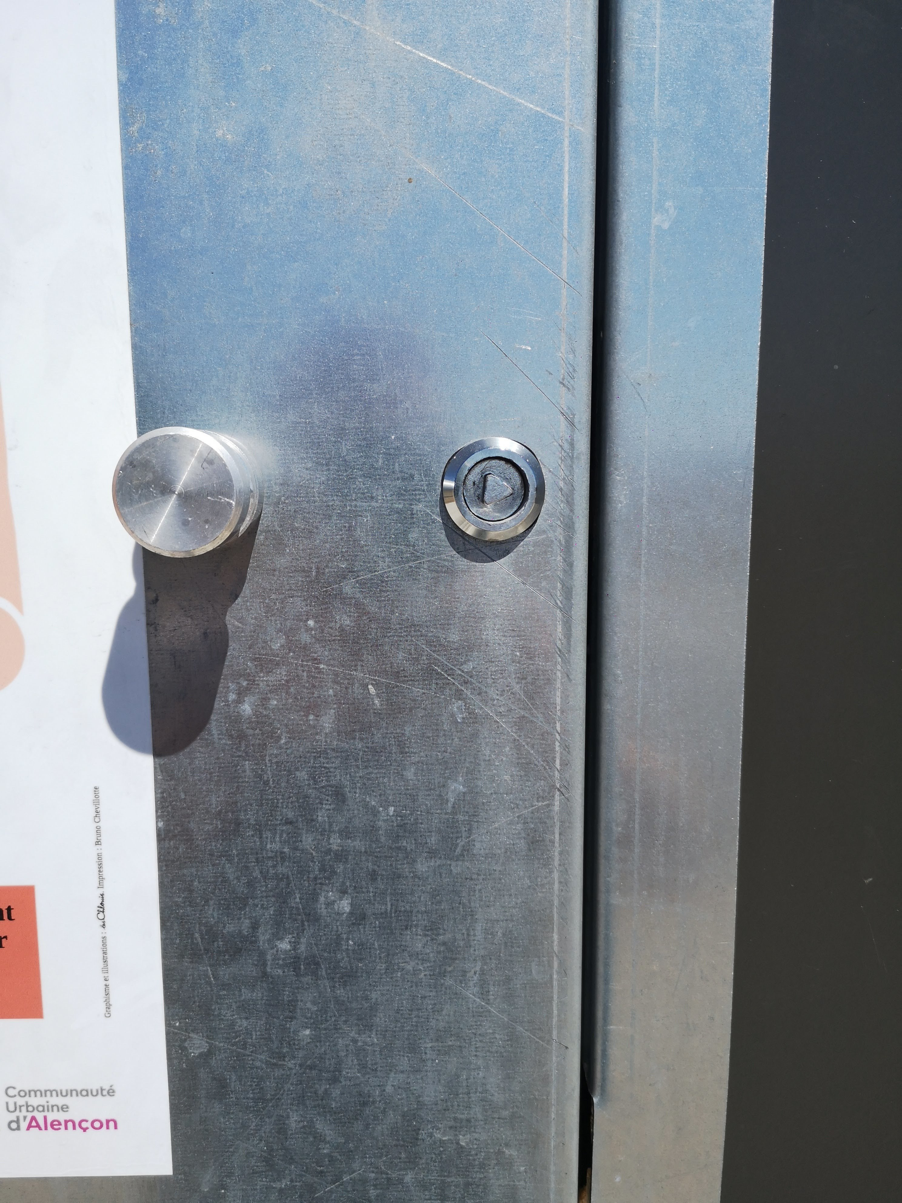 IMG_20200730_135212.jpg Télécharger fichier STL Clé poubelle,conteneur déchetterie, armoire électrique • Design pour impression 3D, guimt09