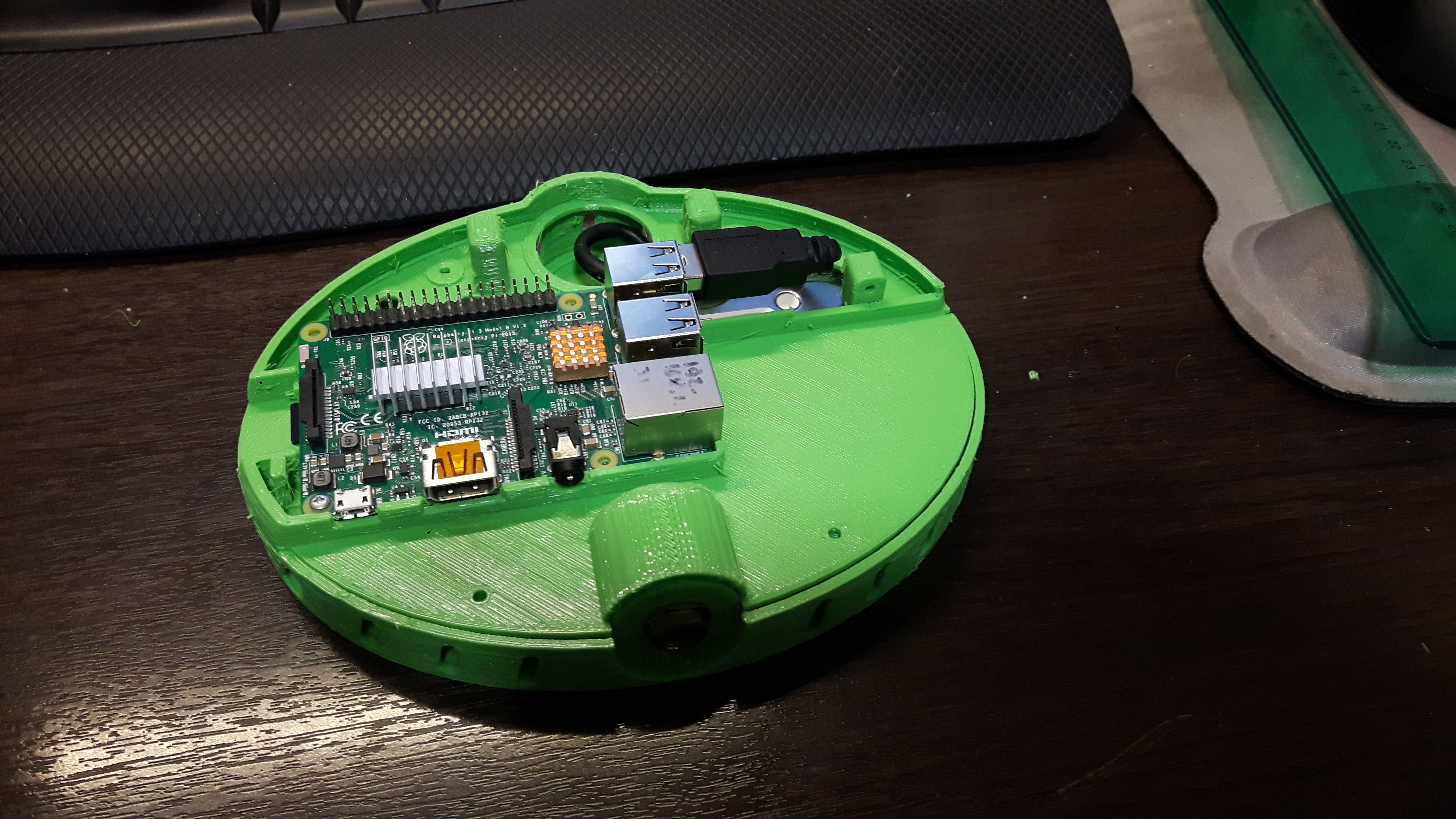 20181005_204955.jpg Download free STL file Raspberry Pi modern case w/ hard drive compartment & VESA holes -  Enjoy! • 3D print model, raulrrojas