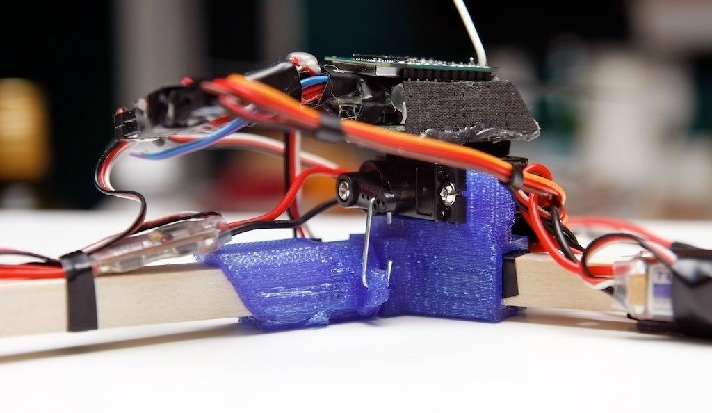 copter-005_MG_3686_2011-12-30_display_large.jpg Télécharger fichier STL gratuit Tricoptère : à torsion centrale (avec source Solidworks) • Modèle imprimable en 3D, Glutnard