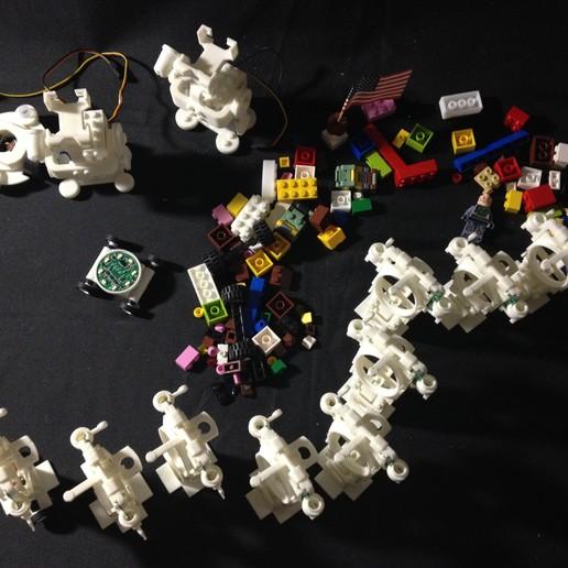 IMG_4165.JPG Download free STL file Small Humanoid Robot • 3D printable design, choimoni