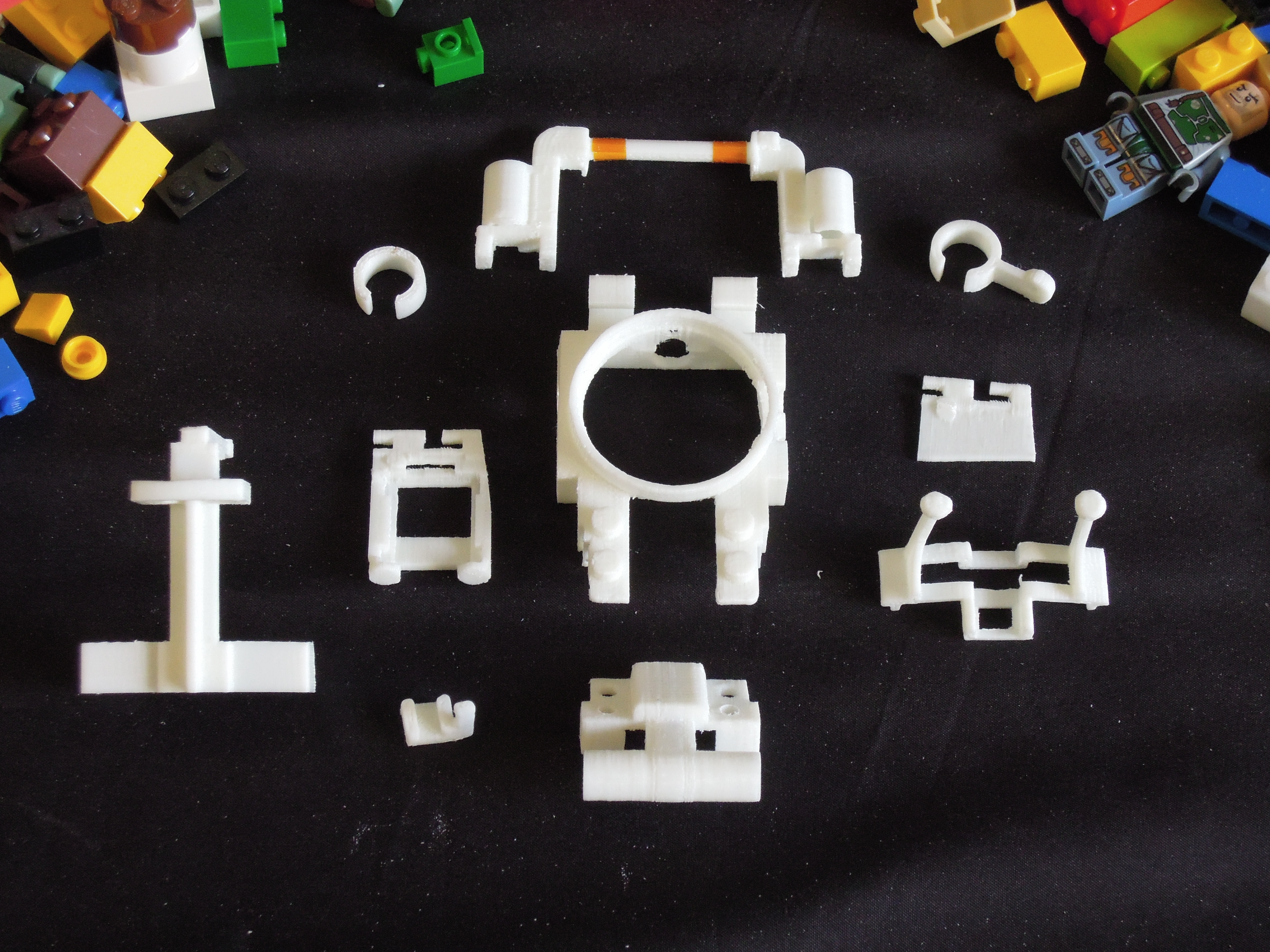 DSCN6471.JPG Download free STL file Small Humanoid Robot • 3D printable design, choimoni